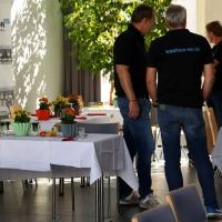 tradition-ES Mitglieder besprechen die Vorbereitungen für die Veranstaltung