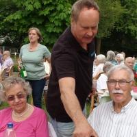 tradition-ES Mitglieder kümmerten sich um erfrischende Getränke für die Senioren