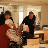 tradition-ES Mitglieder bringen die Senioren des Pflegeheims Obertor zu den Plätzen.
